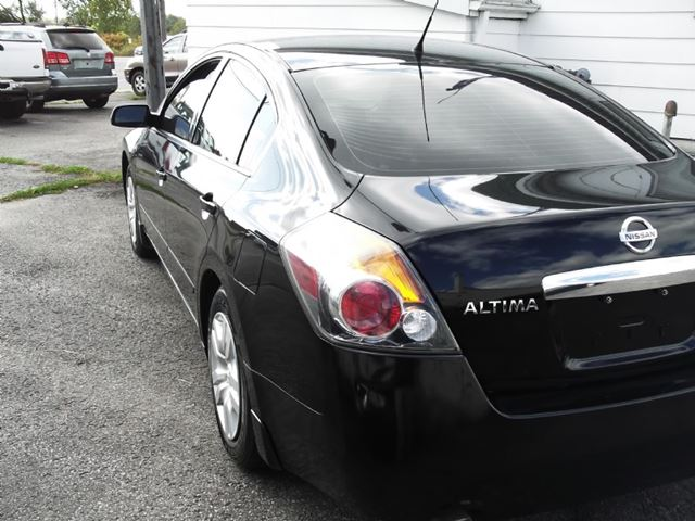 2010 nissan altima 3 5 sr oshawa ontario car for sale 1901118. Black Bedroom Furniture Sets. Home Design Ideas