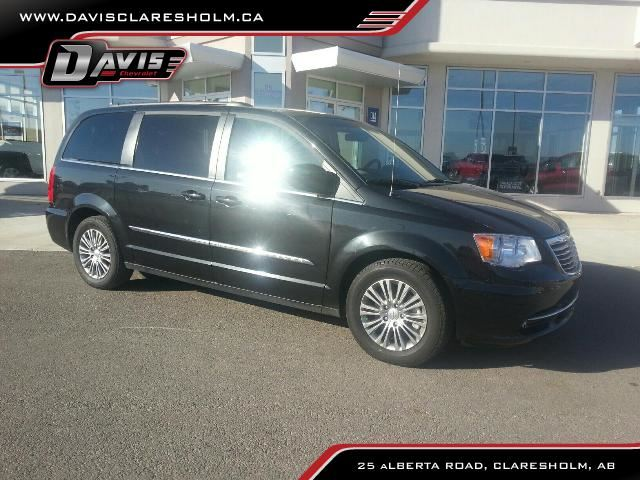 2014 CHRYSLER TOWN AND COUNTRY           in Claresholm, Alberta
