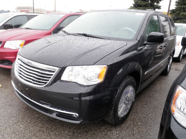 2015 chrysler town and country touring woodbridge ontario new car for sale 1912559. Black Bedroom Furniture Sets. Home Design Ideas