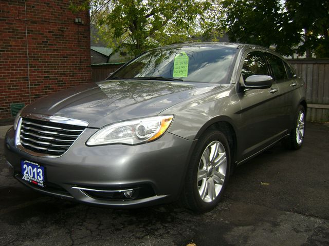 2013 chrysler 200 touring hamilton ontario used car for sale 1915966. Black Bedroom Furniture Sets. Home Design Ideas