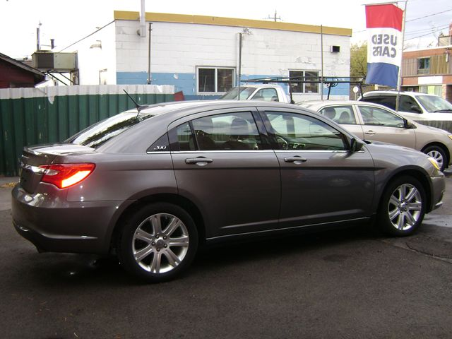 2013 chrysler 200 touring hamilton ontario used car for. Black Bedroom Furniture Sets. Home Design Ideas