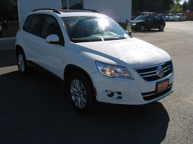 2010 volkswagen tiguan comfortline white alliston volkswagen. Black Bedroom Furniture Sets. Home Design Ideas