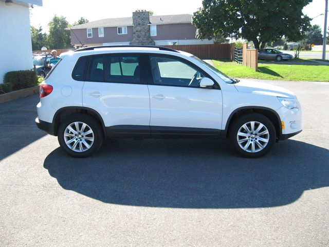 used 2010 volkswagen tiguan comfortline alliston. Black Bedroom Furniture Sets. Home Design Ideas