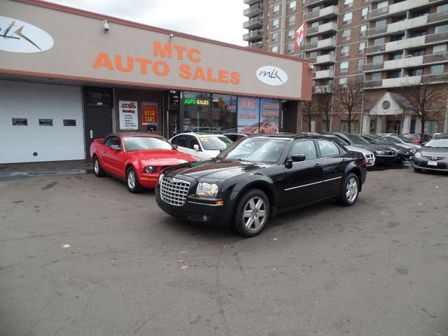 2006 chrysler 300 all wheel drive great for snow. Black Bedroom Furniture Sets. Home Design Ideas