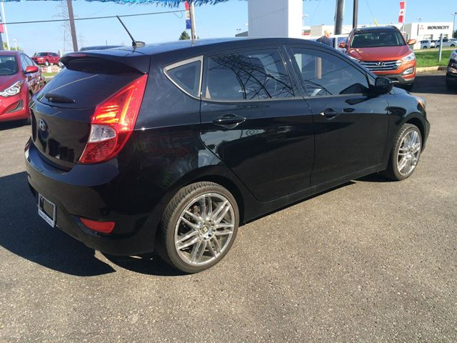 2012 hyundai accent gs 5 door whitby ontario car for sale 1938468. Black Bedroom Furniture Sets. Home Design Ideas