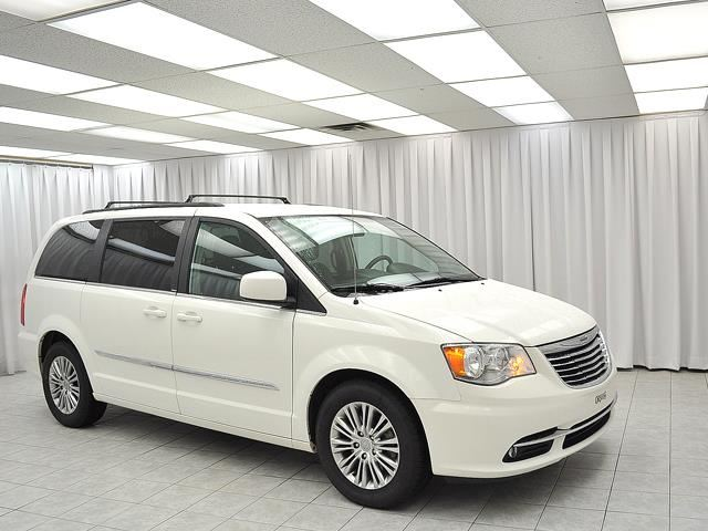 2013 chrysler town and country touring l 7pass stow 39 n 39 go minivan w leather b dartmouth nova. Black Bedroom Furniture Sets. Home Design Ideas
