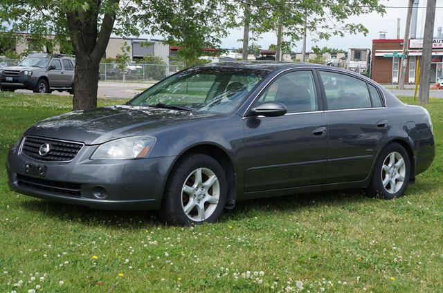 2004 nissan altima 2 5 s 4 cylinder auto brampton ontario used car for sale 1960833. Black Bedroom Furniture Sets. Home Design Ideas