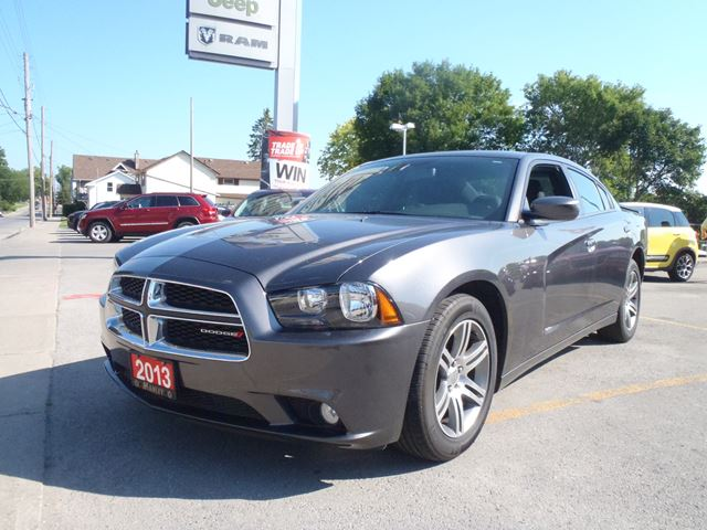 2013 dodge charger sxt lindsay ontario used car for sale 1982225. Black Bedroom Furniture Sets. Home Design Ideas