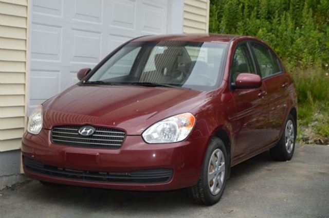 2010 HYUNDAI ACCENT           in St John's, Newfoundland And Labrador