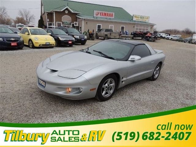 1998 PONTIAC FIREBIRD Base in Tilbury, Ontario