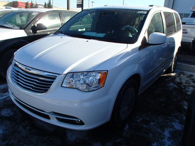 2015 chrysler town and country spy photos autos post. Black Bedroom Furniture Sets. Home Design Ideas