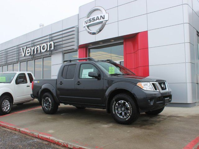 2015 nissan frontier pro 4x crew cab black vernon nissan. Black Bedroom Furniture Sets. Home Design Ideas