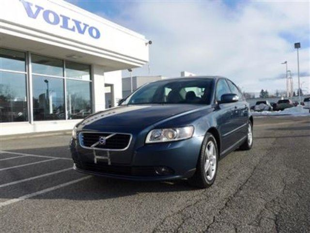 2010 volvo s40 a kelowna british columbia used car for sale 2032354. Black Bedroom Furniture Sets. Home Design Ideas