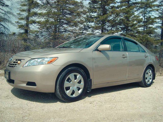 2009 toyota camry le 85 000 km 54 weekly winnipeg. Black Bedroom Furniture Sets. Home Design Ideas