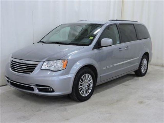 2013 chrysler town and country touring l stow n 39 go loaded red deer alberta used car for. Black Bedroom Furniture Sets. Home Design Ideas