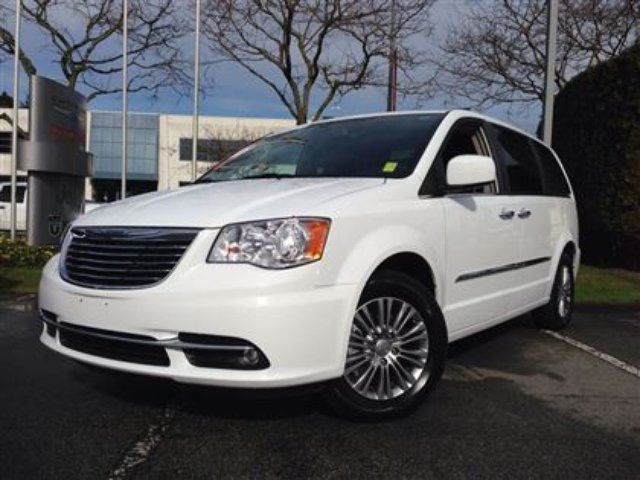2014 chrysler town and country touring l richmond british columbia used car for sale 2067253. Black Bedroom Furniture Sets. Home Design Ideas