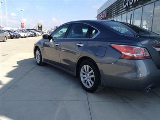 2015 nissan altima 2 5 s one owner mint condition for only 125 bw winnipeg manitoba used. Black Bedroom Furniture Sets. Home Design Ideas