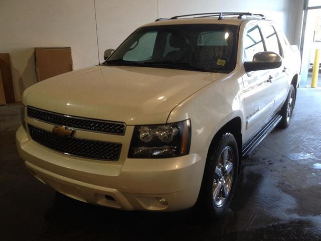 Airdrie Used Cars: 2013 Chevrolet Avalanche LTZ