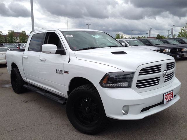2015 dodge ram 1500 4x4 crew sport mississauga ontario used car for sale 2082468. Black Bedroom Furniture Sets. Home Design Ideas