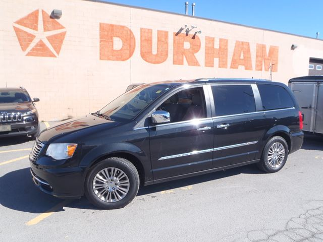 2011 chrysler town and country limited oshawa ontario used car for sale 2086421. Black Bedroom Furniture Sets. Home Design Ideas