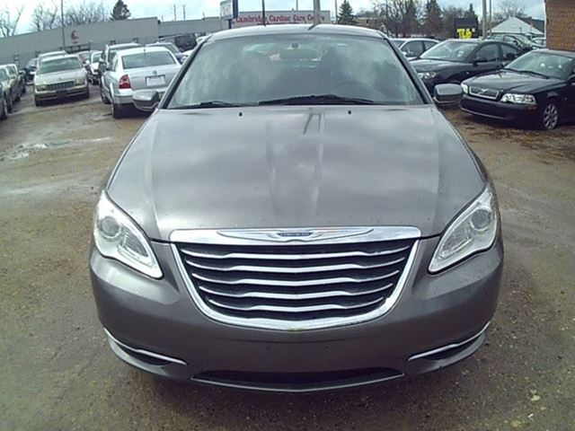2012 chrysler 200 cambridge ontario used car for sale. Black Bedroom Furniture Sets. Home Design Ideas