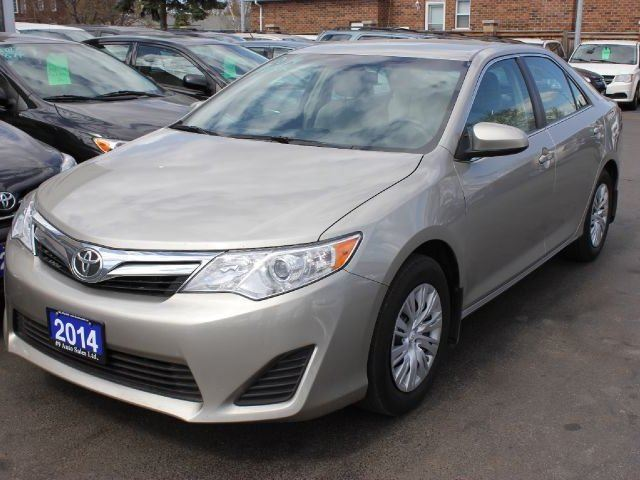 2014 toyota camry le brampton ontario used car for sale 2130797. Black Bedroom Furniture Sets. Home Design Ideas