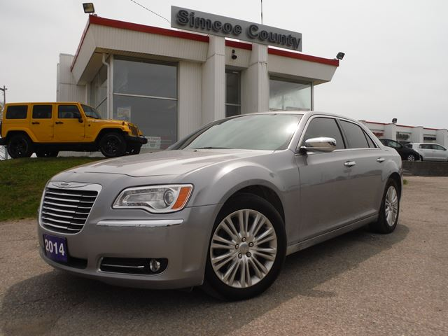 2014 chrysler 300 all wheel drive hemi orillia ontario used car for sale 2130183. Black Bedroom Furniture Sets. Home Design Ideas