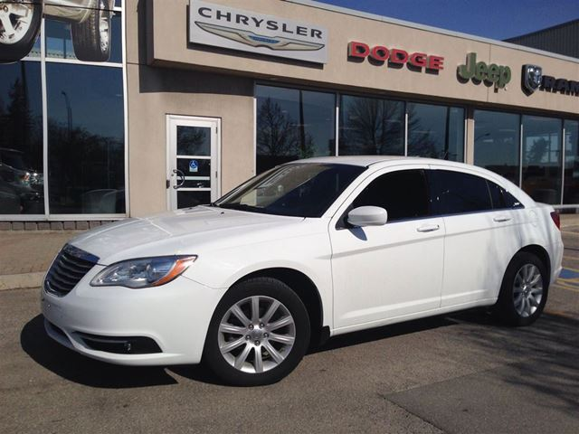 2014 chrysler 200 touring white the image kid has it. Black Bedroom Furniture Sets. Home Design Ideas