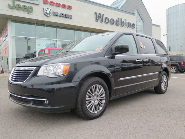 2014 chrysler town and country markham ontario used car for sale 2140835. Black Bedroom Furniture Sets. Home Design Ideas