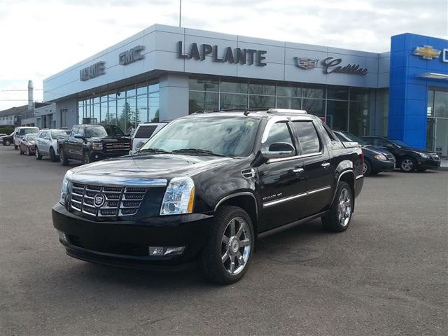 2013 cadillac escalade ext base hawkesbury ontario used car for sale 2142974. Black Bedroom Furniture Sets. Home Design Ideas