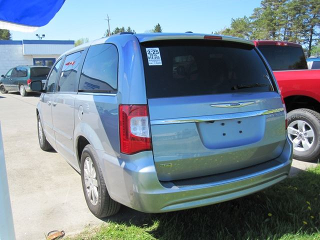 used 2014 chrysler town country touring mount forest. Black Bedroom Furniture Sets. Home Design Ideas
