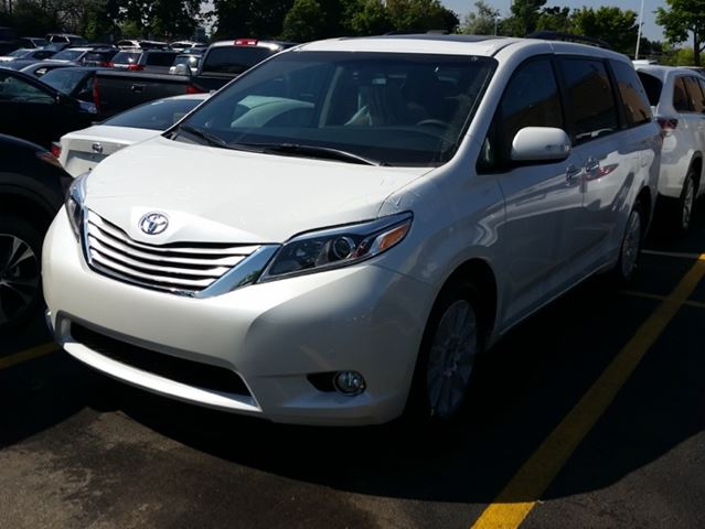 2015 toyota sienna xle mississauga ontario used car for sale 2164645. Black Bedroom Furniture Sets. Home Design Ideas
