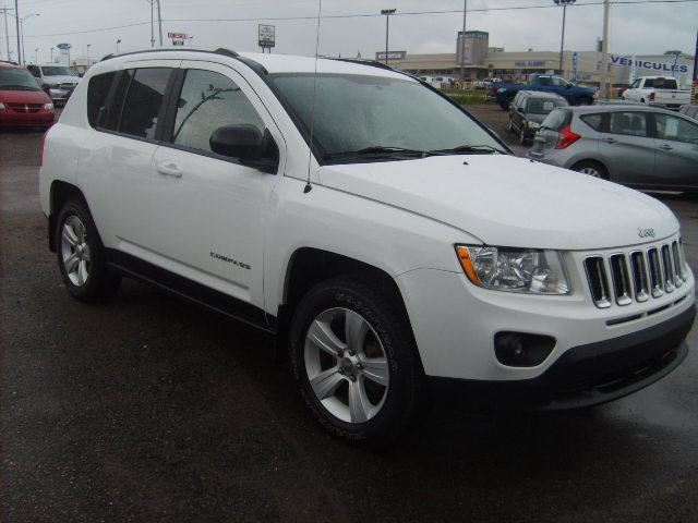 2011 jeep compass north edition chicoutimi quebec used car for sale 2170243. Black Bedroom Furniture Sets. Home Design Ideas