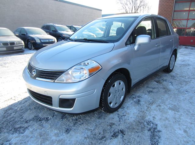 2007 nissan versa 1 8 s 6spd only km silver my fine auto. Black Bedroom Furniture Sets. Home Design Ideas