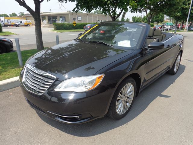 2011 chrysler 200 touring convertible longueuil quebec used car for sale 2187015. Black Bedroom Furniture Sets. Home Design Ideas