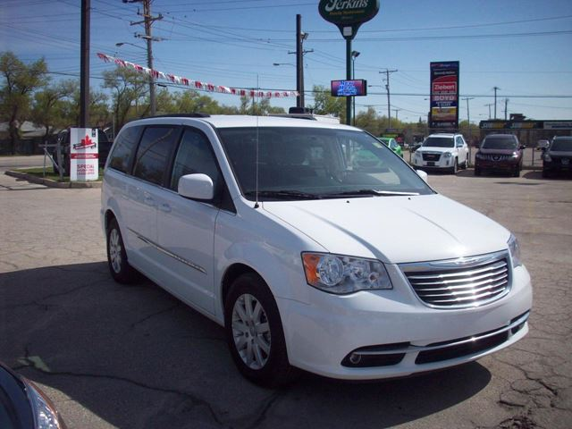 2014 chrysler town and country touring winnipeg manitoba car for sale 2189473. Black Bedroom Furniture Sets. Home Design Ideas