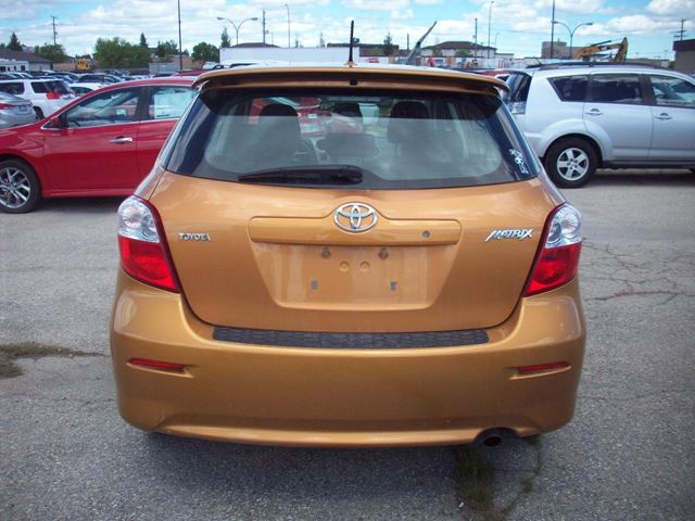 2010 toyota matrix winnipeg manitoba car for sale 2189531. Black Bedroom Furniture Sets. Home Design Ideas