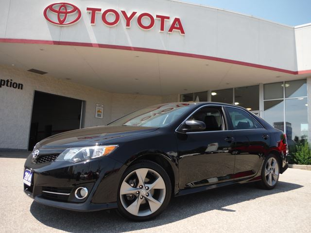 2014 toyota camry se midland ontario used car for sale 2214338. Black Bedroom Furniture Sets. Home Design Ideas