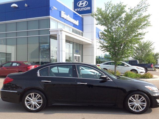 2012 hyundai genesis technology package winnipeg manitoba used car for sale 2219018. Black Bedroom Furniture Sets. Home Design Ideas