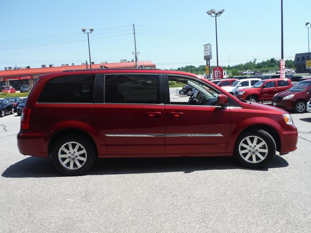 2014 chrysler town and country touring midland ontario used car for sale 2226135. Black Bedroom Furniture Sets. Home Design Ideas