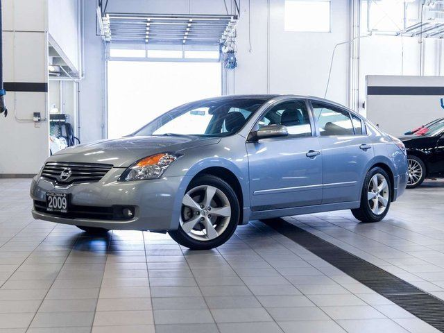 2009 nissan altima 3 5 se grey auto loan kelowna. Black Bedroom Furniture Sets. Home Design Ideas