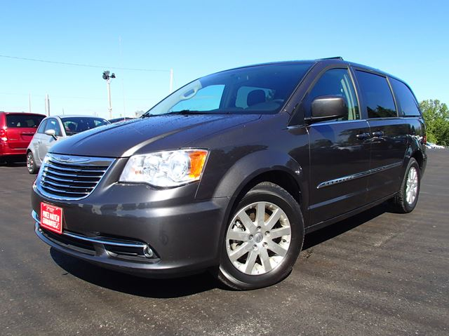 2015 chrysler town and country touring port hope ontario used car for sale 2240069. Black Bedroom Furniture Sets. Home Design Ideas