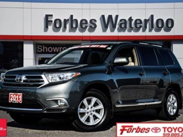 2011 toyota highlander very sharp one owner awd highlander waterloo ontario used car for. Black Bedroom Furniture Sets. Home Design Ideas