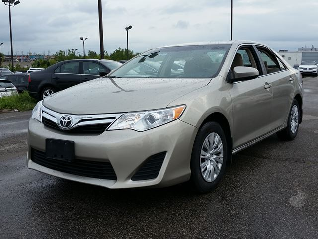 2014 toyota camry le mint 60 wk scarborough ontario used car for sale 2247458. Black Bedroom Furniture Sets. Home Design Ideas