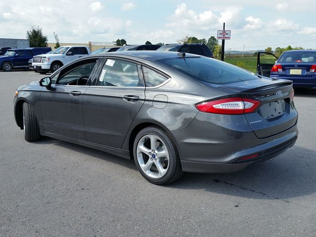 2016 ford fusion se demo cruise bluetooth port perry ontario used car for sale 2515763. Black Bedroom Furniture Sets. Home Design Ideas