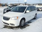 2014 Chrysler Town and Country Touring in Thetford Mines, Quebec