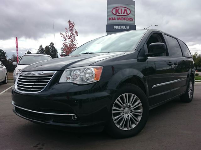 2014 chrysler town and country touring l scarborough. Black Bedroom Furniture Sets. Home Design Ideas