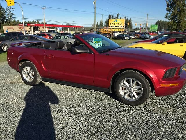 2006 Ford Mustang V6 in Parksville, British Columbia