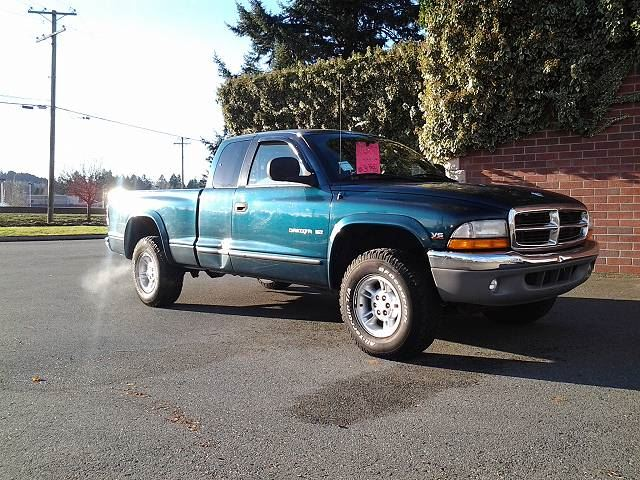1997 DODGE DAKOTA Club Cab 4WD in Koksilah, British Columbia