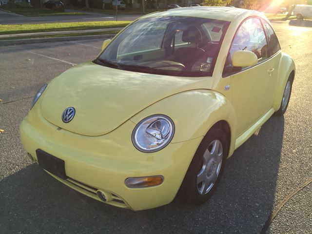2000 volkswagen new beetle gls yellow west hill auto. Black Bedroom Furniture Sets. Home Design Ideas